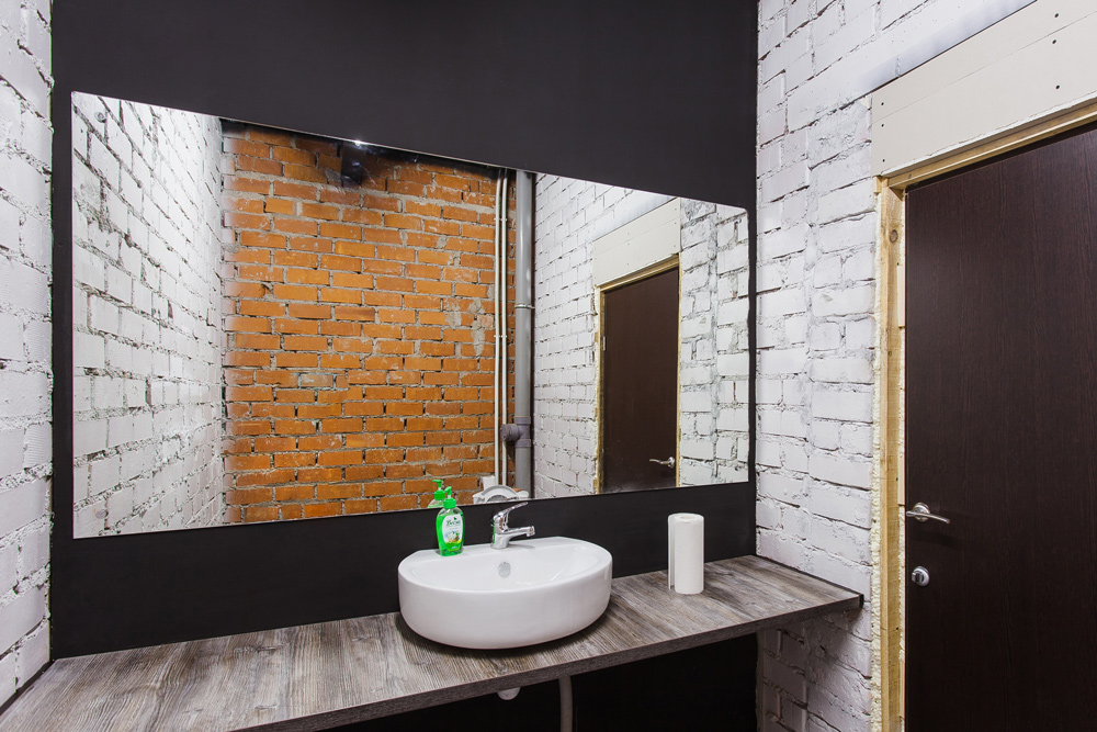Туалет коворкинга DOM во Владивостоке
